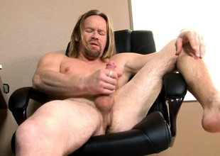 Distress haired stud Garrett Michaels brings his large prick to pleasure