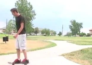 Skateboarder solo
