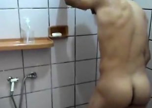 Arrombando um cuzinho virgem