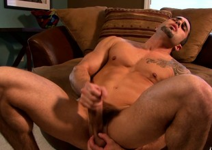 Tattooed chunk finds himself alone and drives his big pole to pleasure