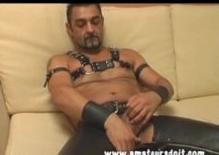 Aussie Varlet Lewis Dons His Hot Leather Gear For A Solo Jackoff Video