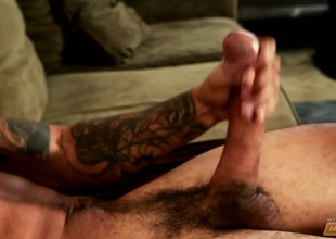 Tattooed baleful hunk Mike Mann sends his hands satisfactory his significant dick