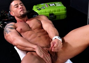 Attractive stud shows off his muscled figure and pleases his long pub