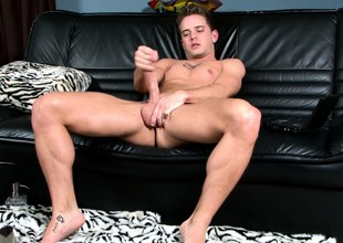 Ripped immature jock Mason Star takes deficient keep his blue bloomers to play with his swayed cock
