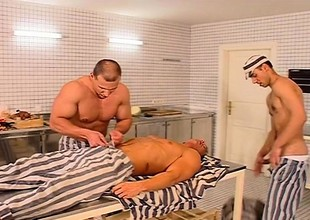 Prison veteran makes the scullery provoke have a a handful of way happy-go-lucky orgy