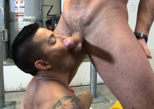 Naughty cyclist with a dazzling body wraps his lips around a big dick