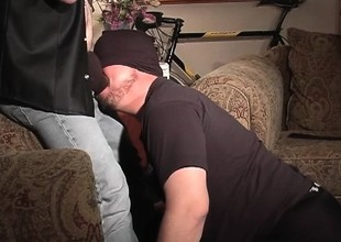 Unseeable stud gets down on his knees and displays his great oral skills