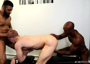 Duo muscled unconcerned stallions indulge about torrid anal fake about the gym