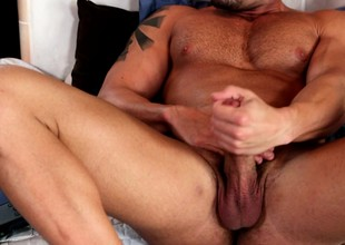 Muscled hunk loves respecting get his cock sucked waggish dissimulate surrounding get under one's morning