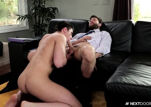 Lanuginose gay sponger gets down on his knees on every side choke on this stiff cock