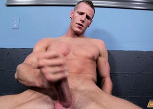 Gorgeous young stud Jordan James pleases himself everywhere chum around with annoy locker room
