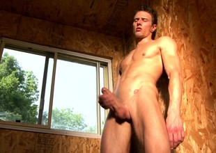 Ripped blonde hunk Alexi Exavier basks relating to the sun for a hot corruption session